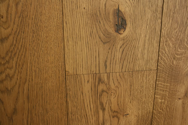 01 Engineered Rustic French Oak Finished With Brushed Barley